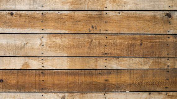 עיצוב הבית עם פלטות עץ לשולחן